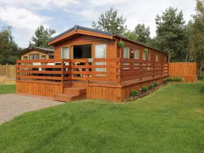 Twin Lodge with hot tub (Felmoor Park)